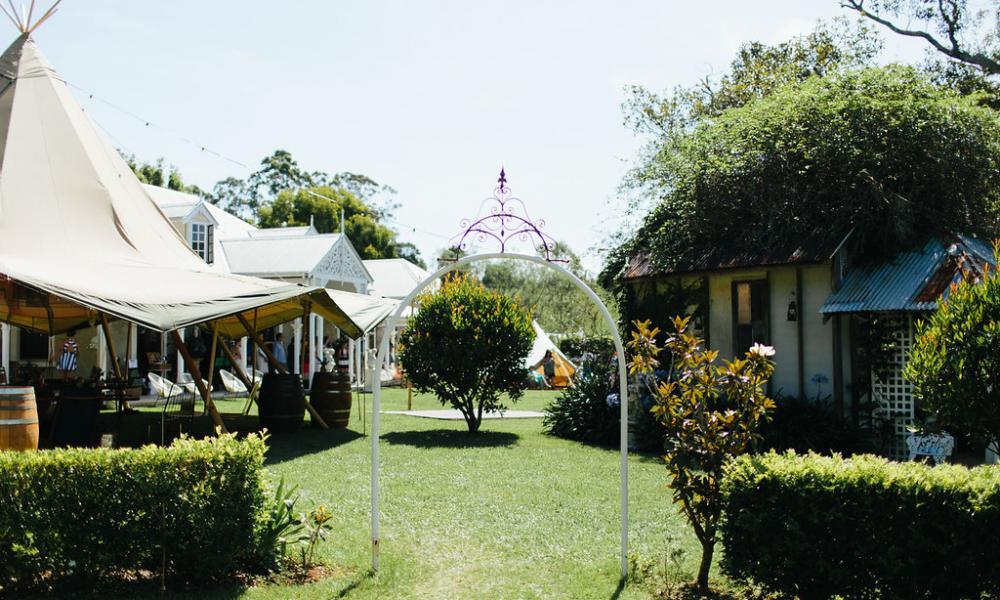 wedding, marquee hire, tipi, wedding, garden wedding