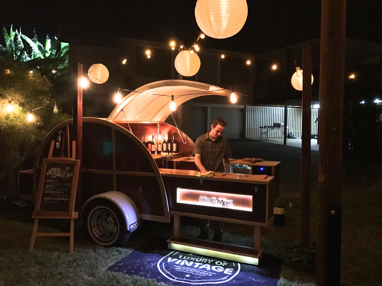 vintage bar, mobile bar, gold coast weddings, gold coast tipis, bar